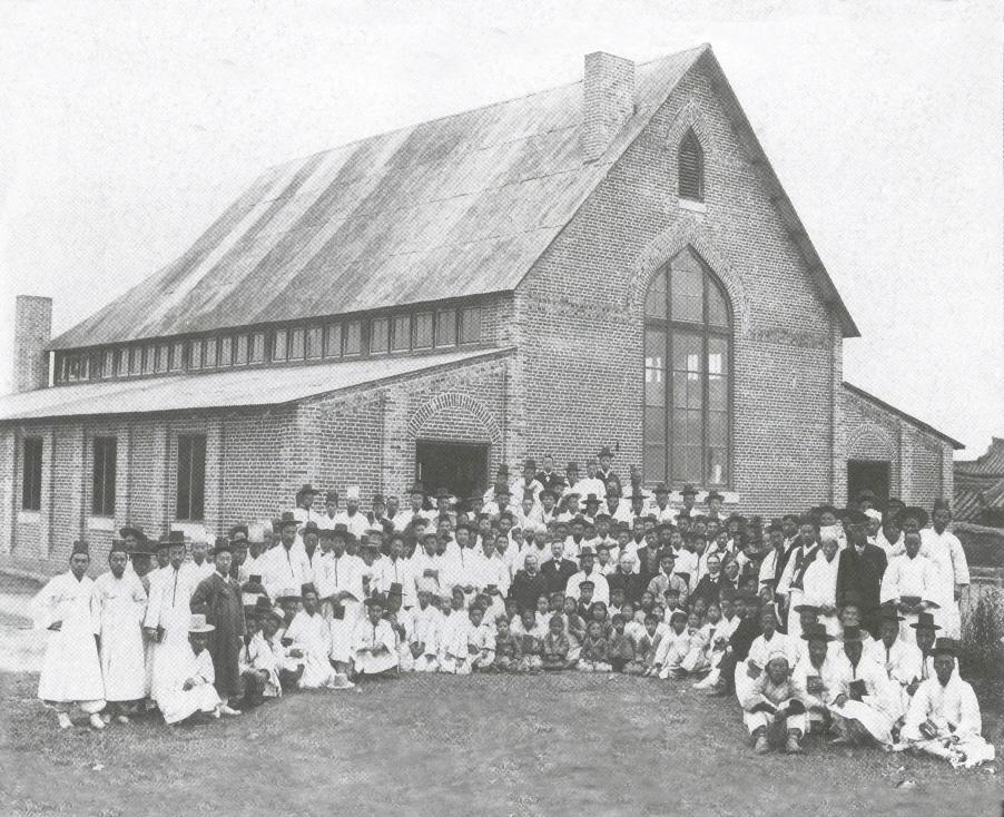 남산현예배당-1904년(김창식목사,노블선교사,해리스감독_등)