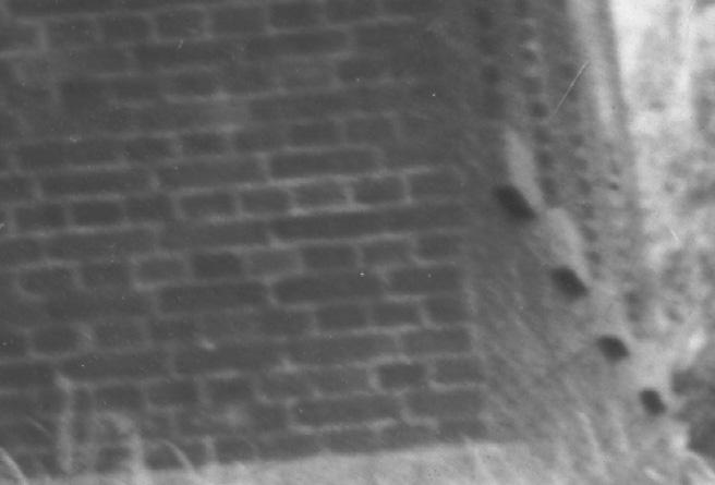 벽-벽돌-N-십자가예배당 북쪽 창문-기단-1955