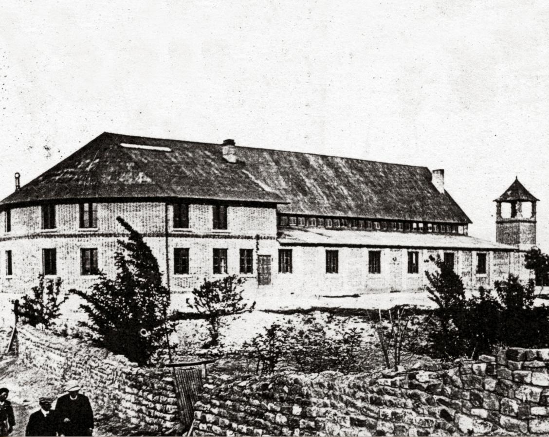 남산현교회-강단,뒤옆면-종탑-담,선교사 일행